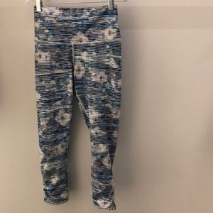 Lululemon blue multi crop legging, sz 4, 64258
